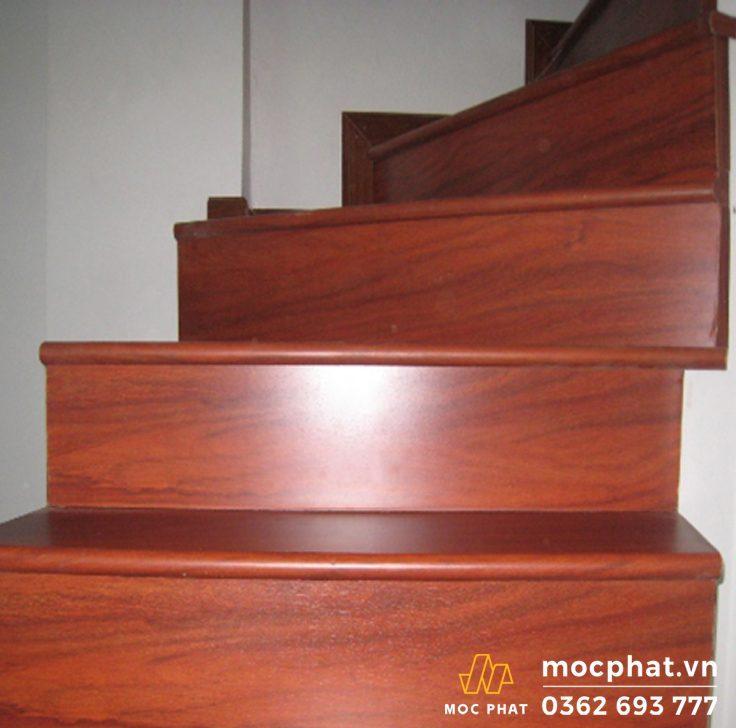mặt cầu thang gỗ lim