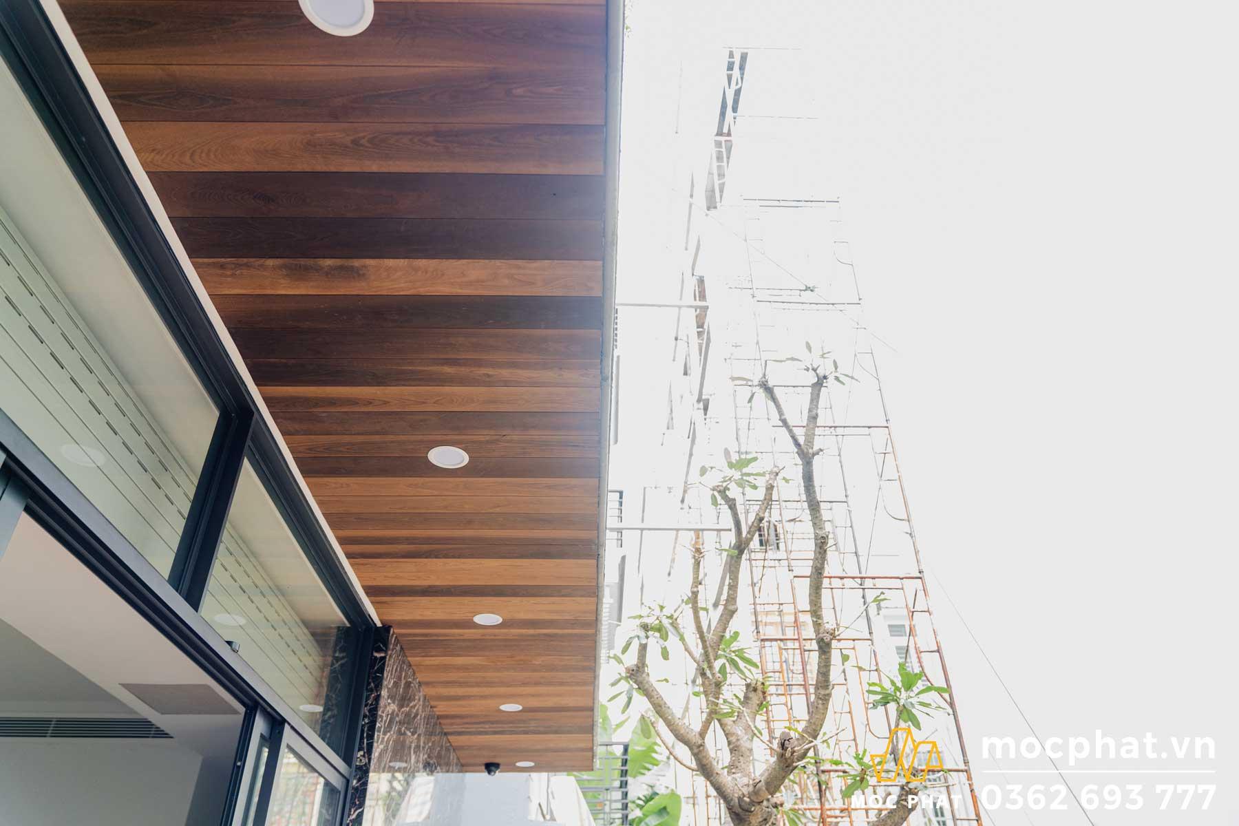 Hoàn thành công trình thi công trần gỗ