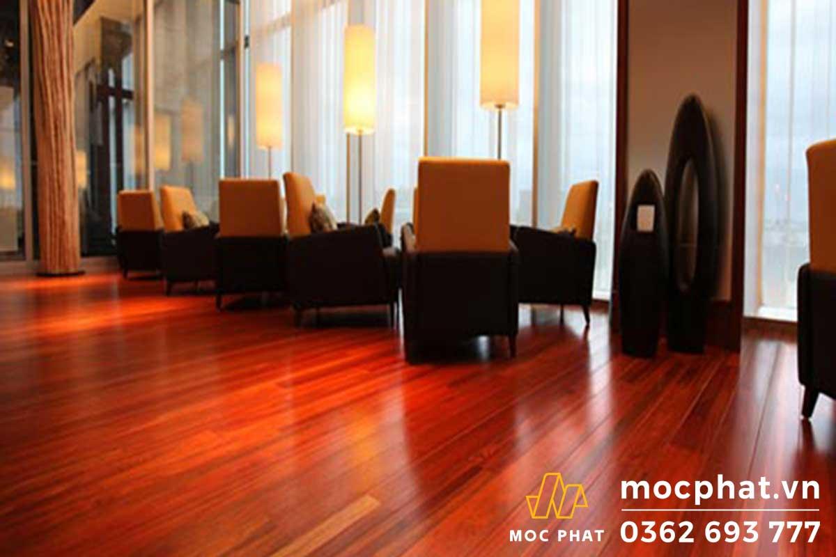 Sàn làm từ gỗ hương đỏ Việt Nam