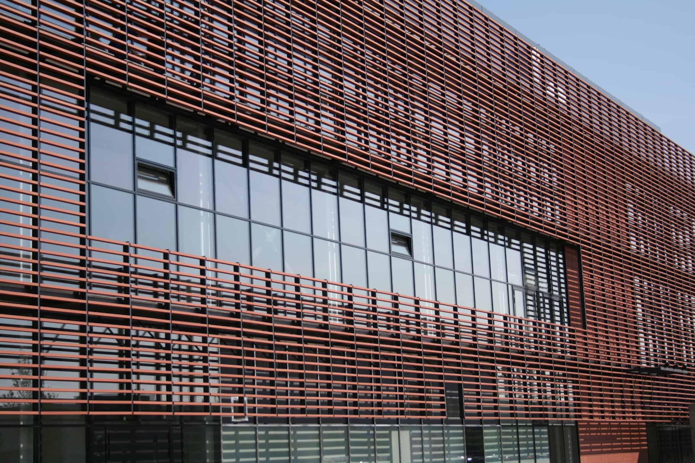 Lam gỗ nhựa chắn nắng xây dựng