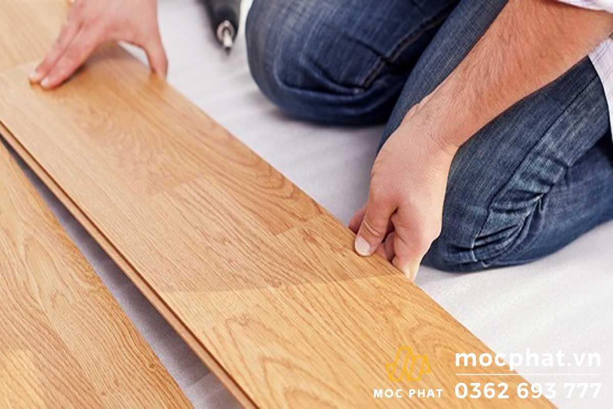 Sàn gỗ tự nhiên có giá thành cao hơn so với gỗ công nghiệp