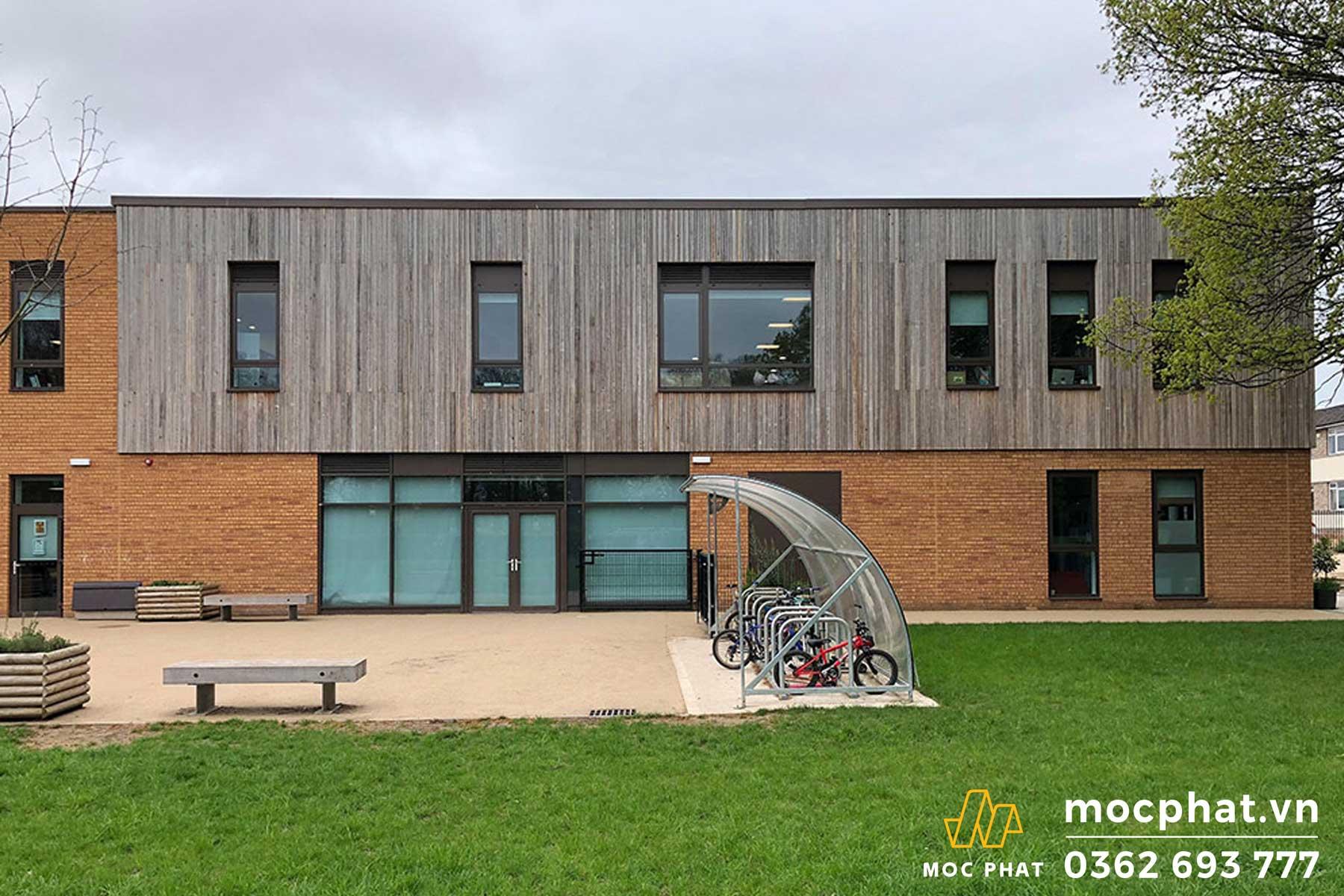 Trường học thiết kế bằng gỗ- chọn ốp tường ngoài trời