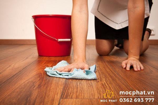lau sàn nhà