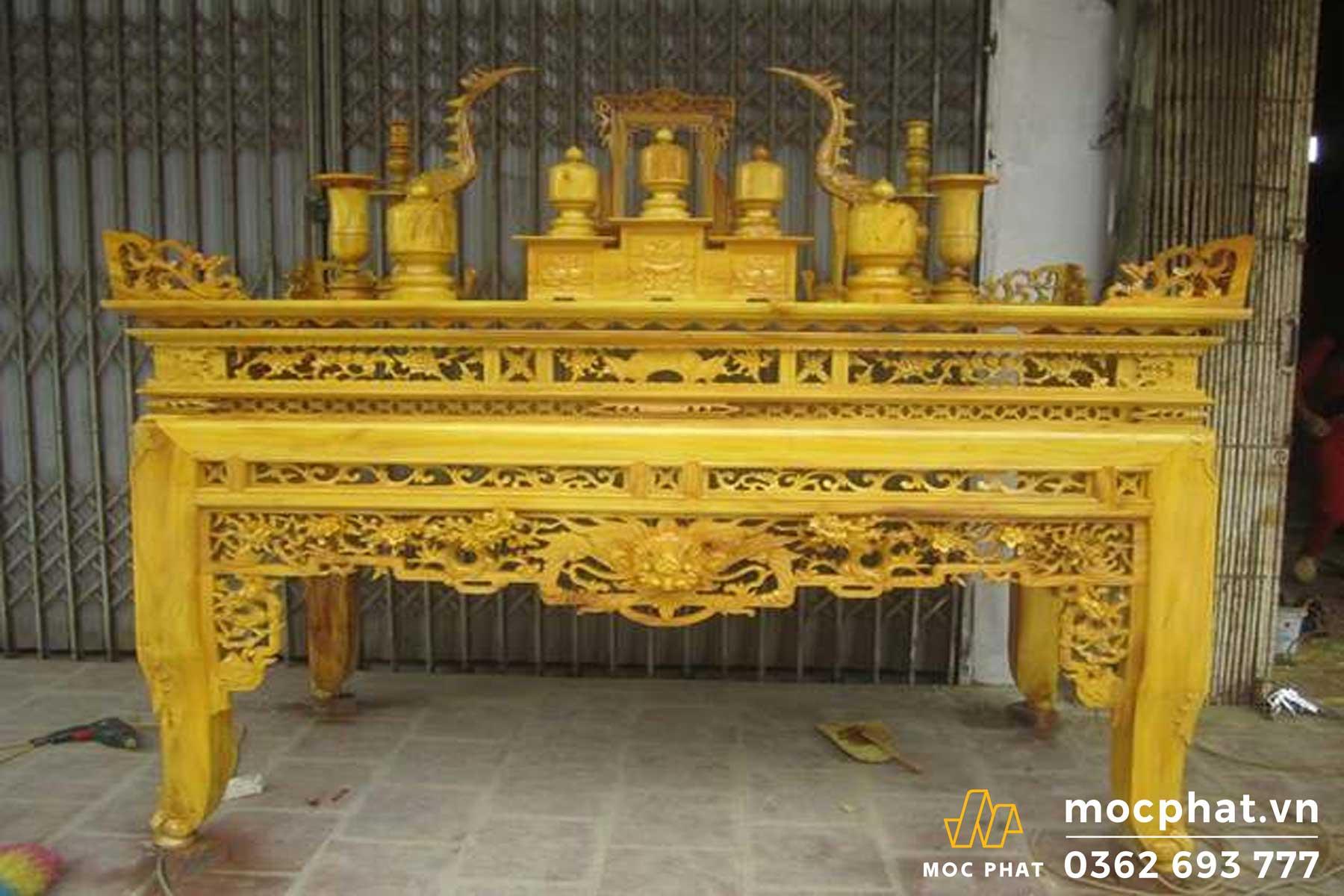 Gỗ mít thường được dùng làm bàn thờ gia tiên