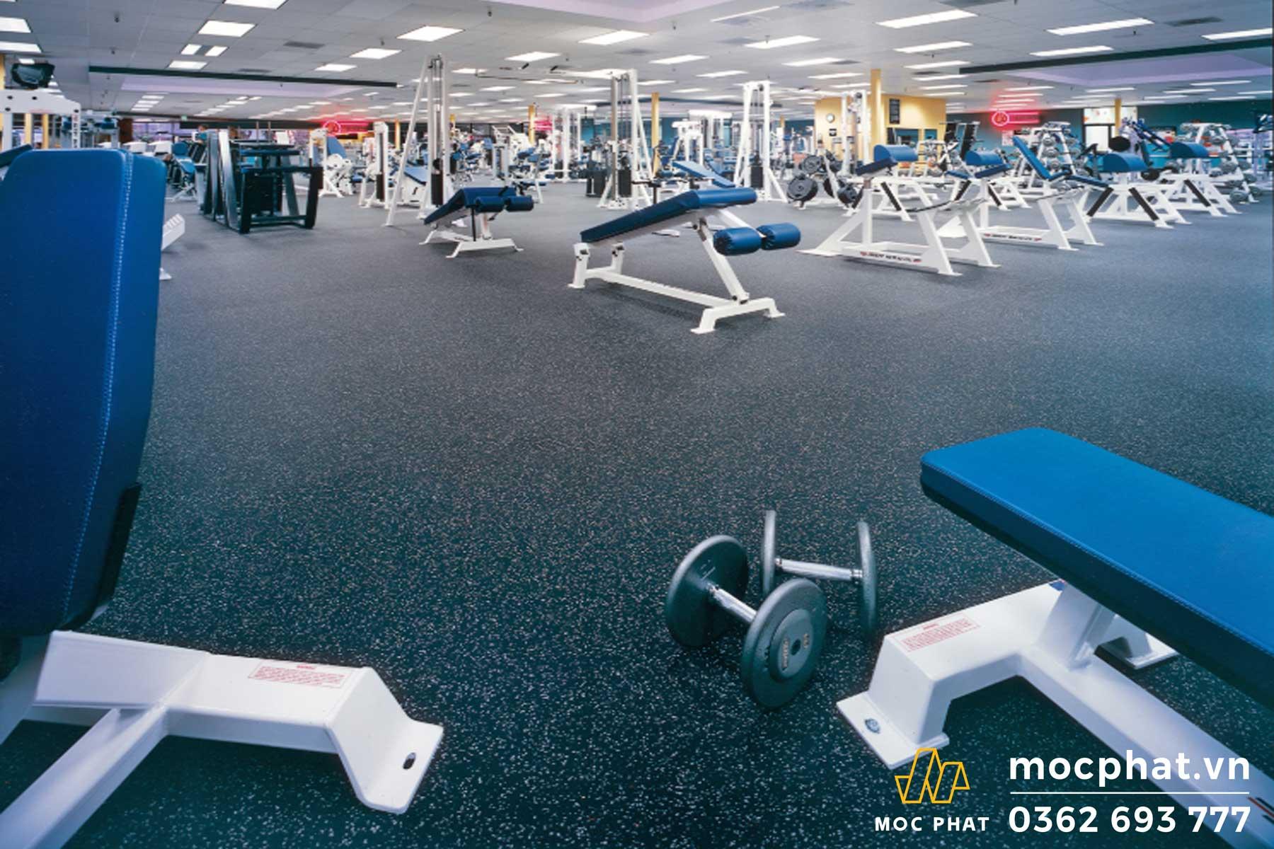 Sàn nhựa cao su sử dụng cho phòng gym nhằm chống trơn trượt