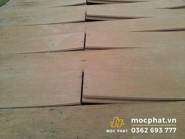 Sửa chữa sàn gỗ căm xe không bị phồng rộp một vùng