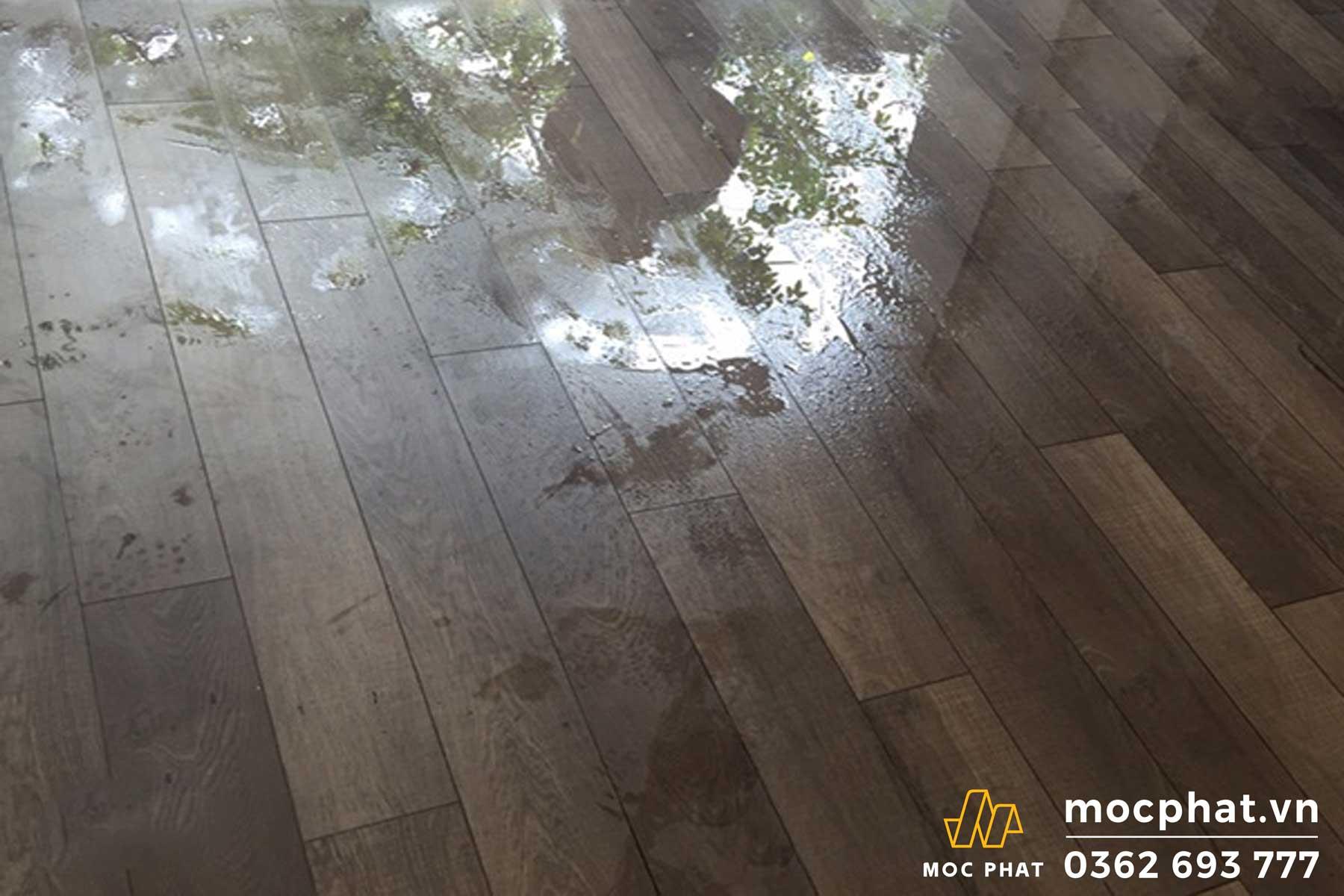 Cách xử lý sàn gỗ công nghiệp trong nhà