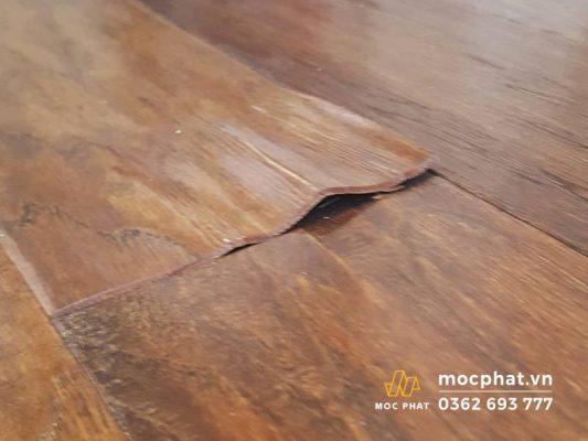 Hình ảnh sàn gỗ bị phồng rộp, cong vênh