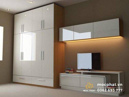 Tủ quần áo, kệ tivi được làm từ gỗ công nghiệp với màu sắc nhẹ nhàng, tinh tế
