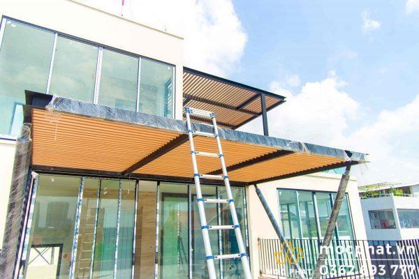Công trình gỗ nhựa đẹp làm lam chắn nắng tại quận 7