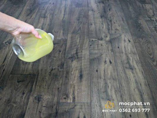 Mẹo xử lý sàn gỗ bị xước