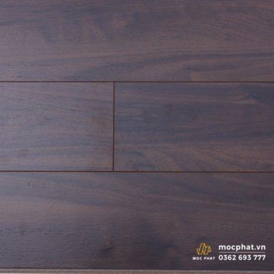 Sàn gỗ Hornitex có màu đen sậm đặc trưng