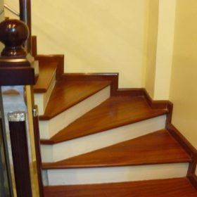 Cầu thang gỗ công nghiệp