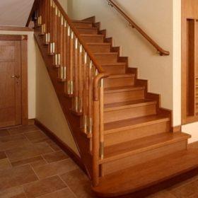 Ốp cầu thang gỗ công nghiệp