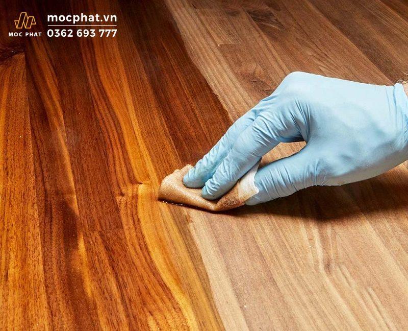 Sơn dầu lau gỗ có nguồn gốc giống sơn PU