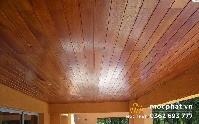 Trần nhà bằng tấm pallet gỗ thông