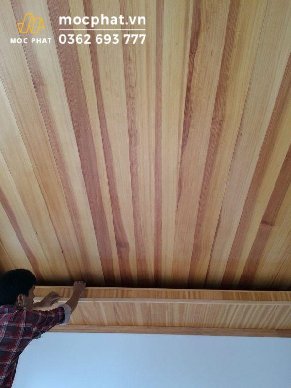 Thi công trần nhà bằng gỗ thông chuyên nghiệp