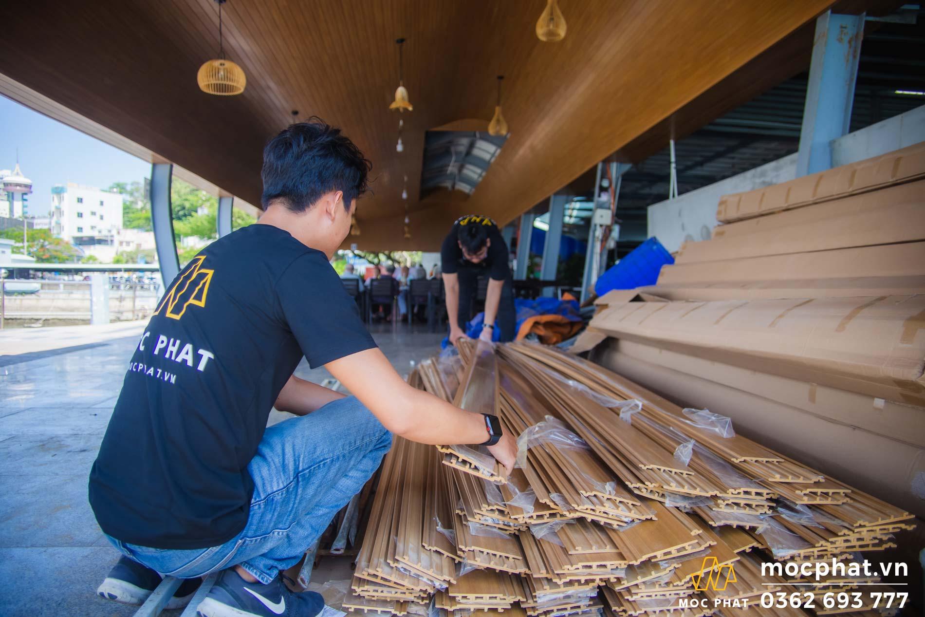 trần gỗ nhựa