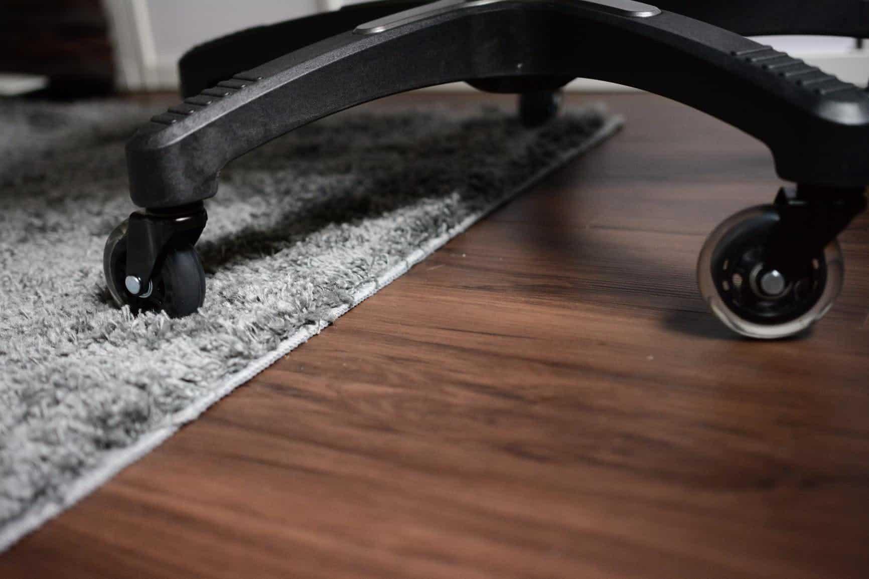 Đừng đẩy bánh xe trên sàn