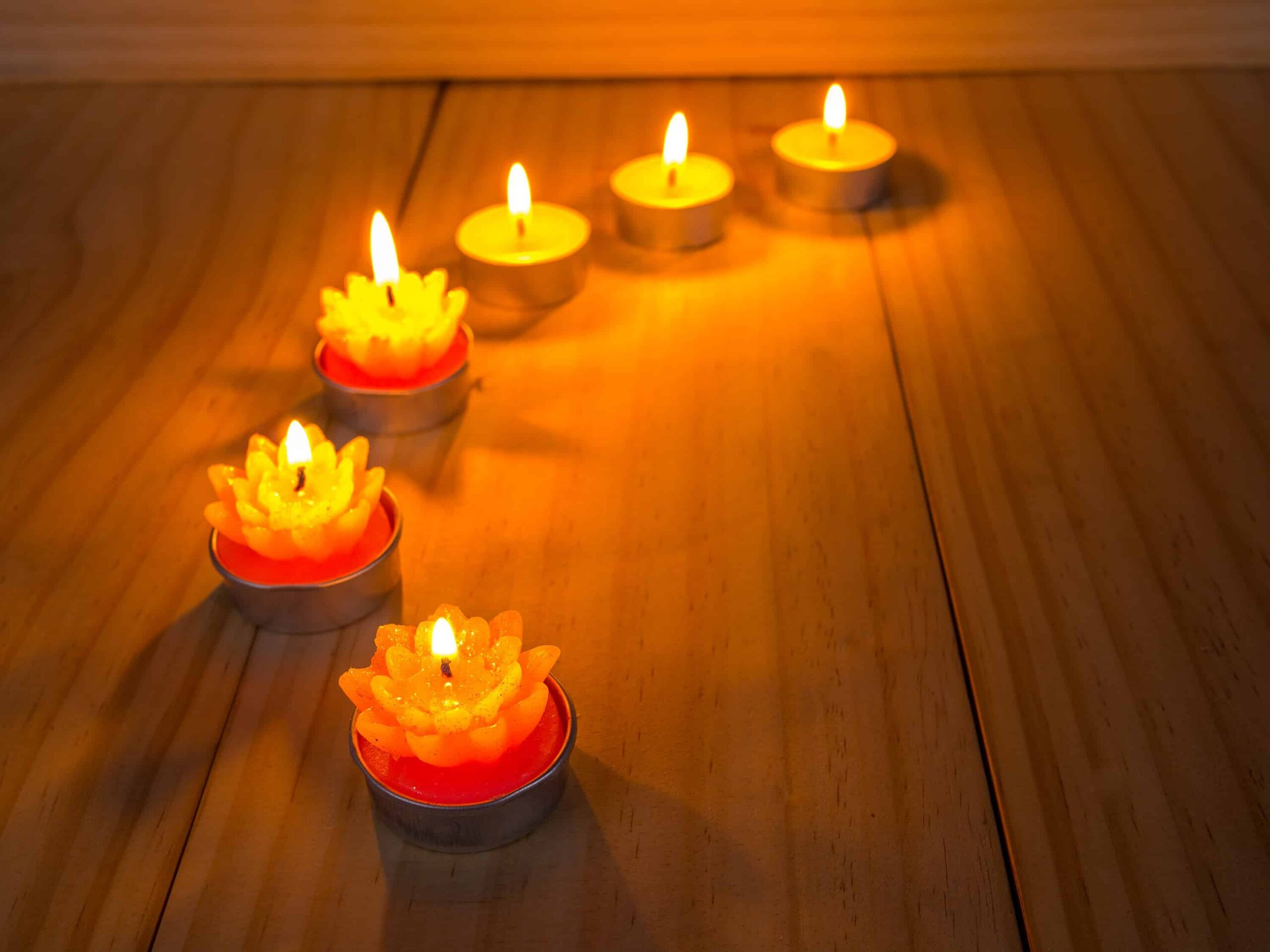 Đừng để những thứ dẫn nhiệt lên mặt sàn gỗ