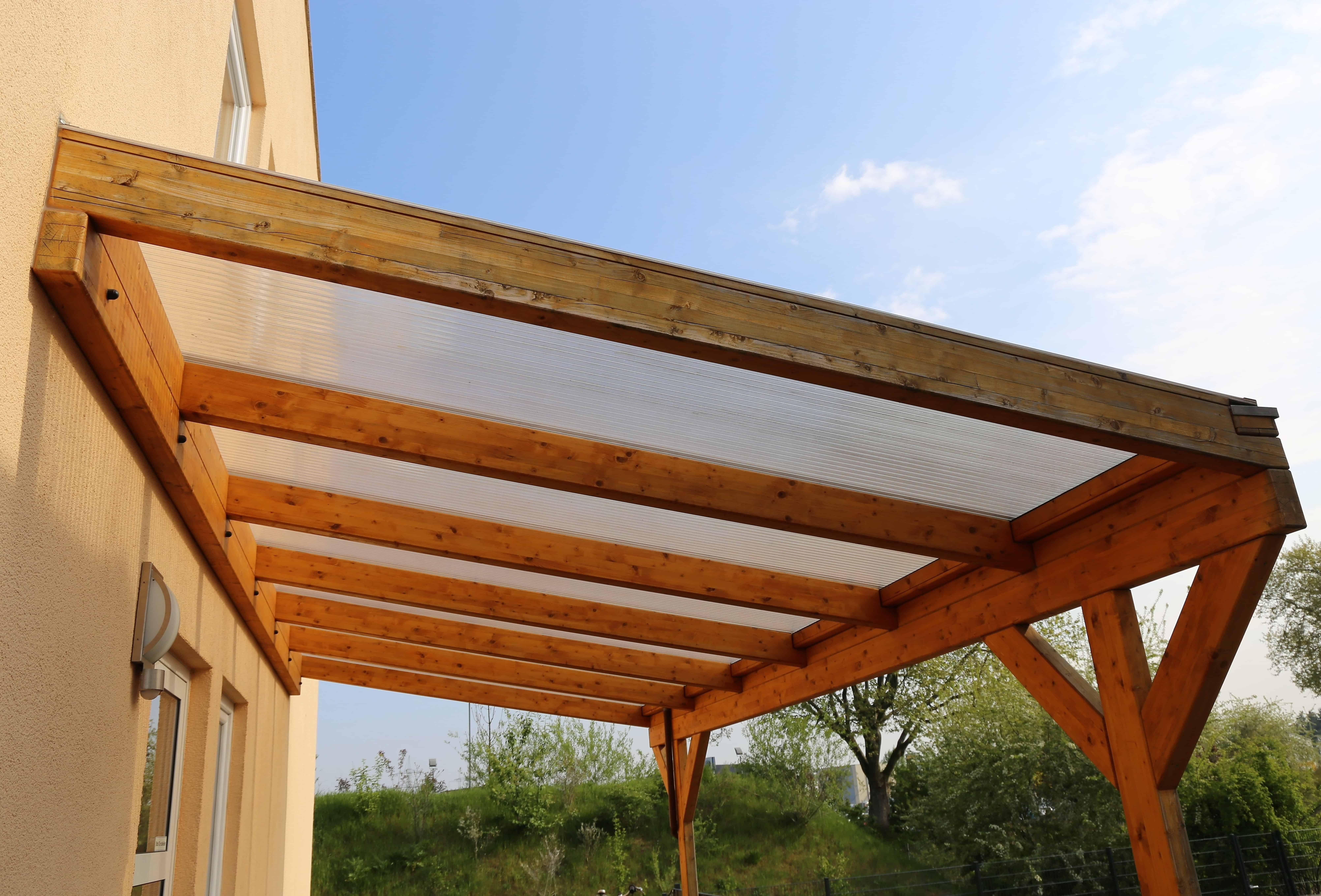 Mái hiên che nắng bằng lưới giúp giảm ánh nắng