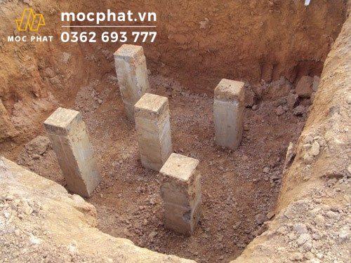 Công đoạn đào hố và ép cọc bê tông