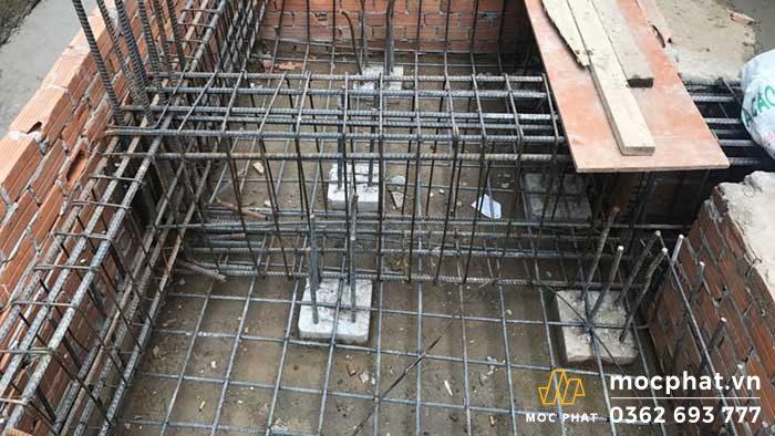 Phần thép của móng được hoàn thiện trước khi đổ bê tông