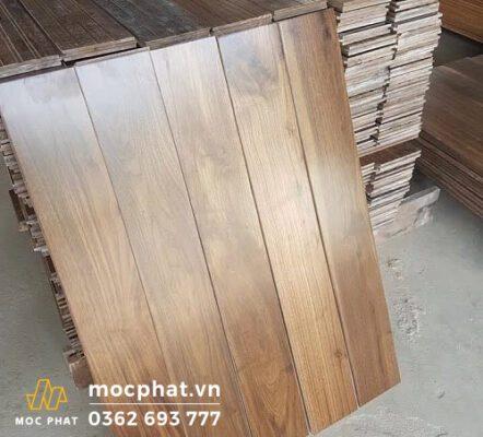 Cận cảnh tấm ván sàn gỗ óc chó nhập khẩu