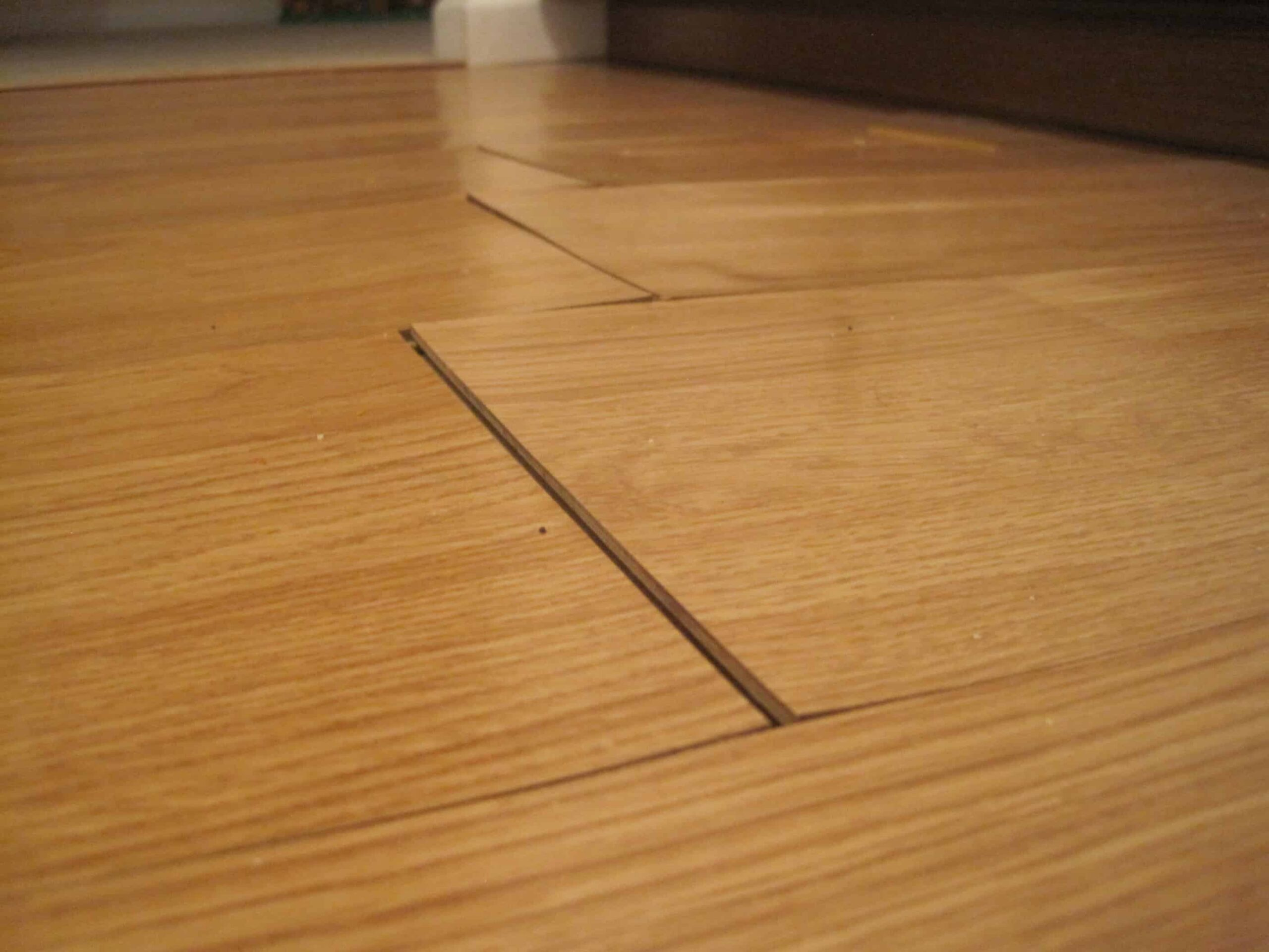Sàn gỗ bị cong vênh