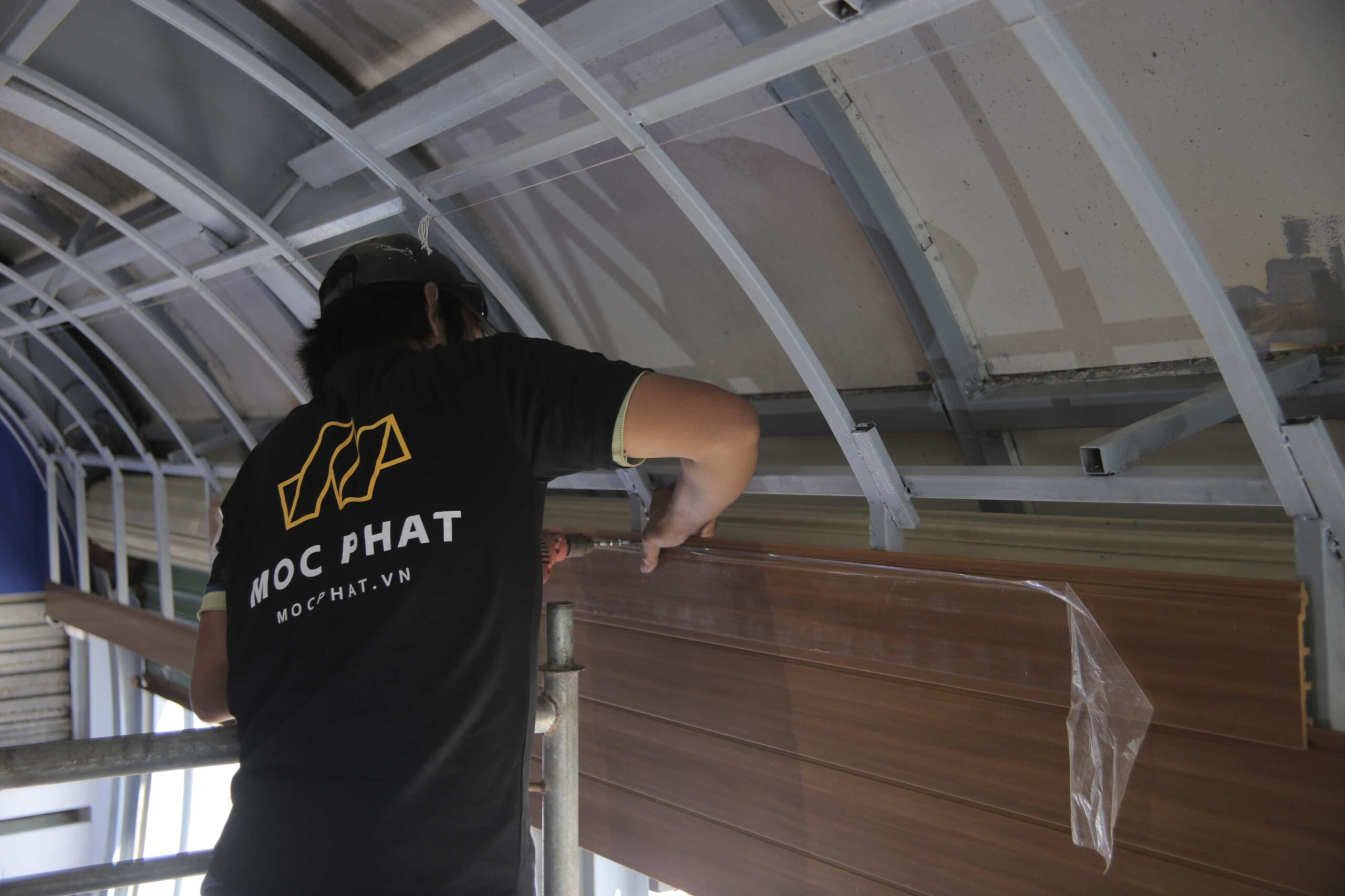Hình ảnh thi công công trình ốp trần cho nhà hàng Ghành hào - Vũng Tàu
