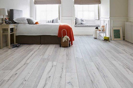 Bạn có thể lựa chọn loại sàn gỗ tự nhiên hoặc sàn gỗ công nghiệp tùy theo sở thích