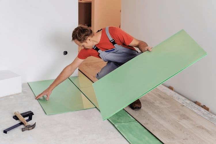 Lớp lót sàn giúp giảm tiếng ồn, kháng khuẩn và tăng tuổi thọ cho lớp phủ sàn