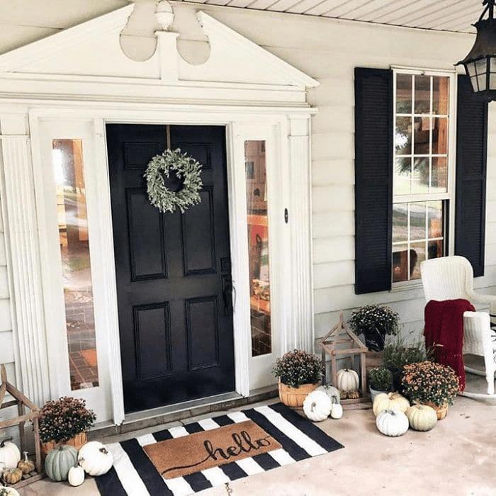 Bạn có thể đặt một tấm thảm cửa và một tấm thảm khi bước vào nhà