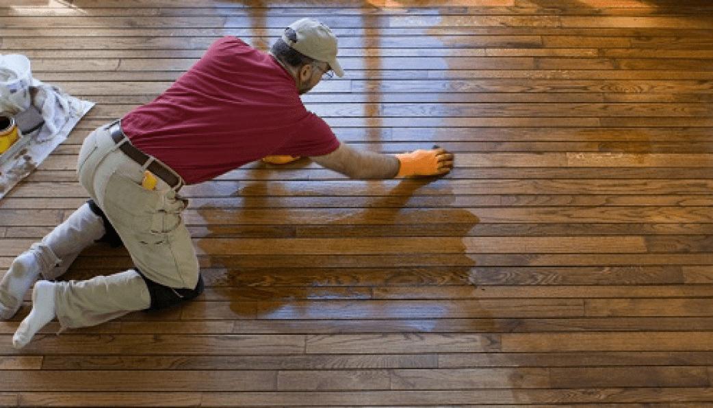 Hãy sử dụng chất tẩy rửa phù hợp với loại sàn gỗ kỹ thuật của nhà bạn