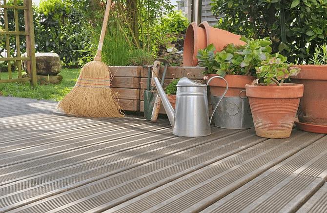 Cần vệ sinh và bảo dưỡng thường xuyên sàn gỗ tự nhiên ngoài trời